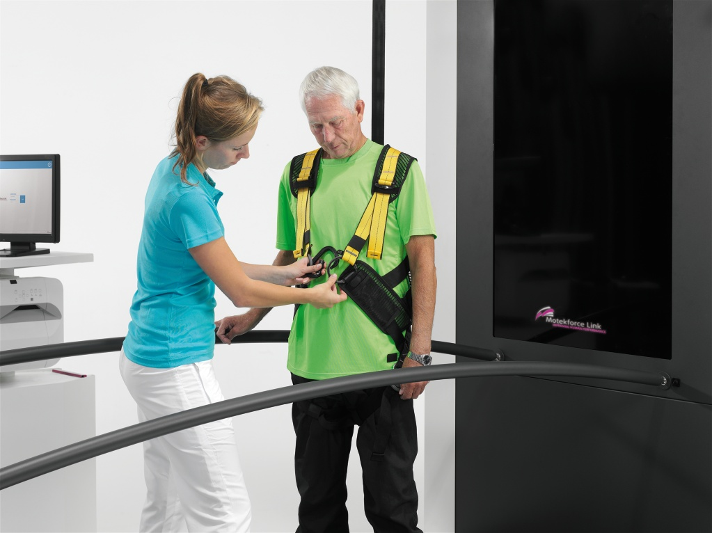 C-Mill VR+ Patient Safety harness_HighRes_Powerpoint_10522
